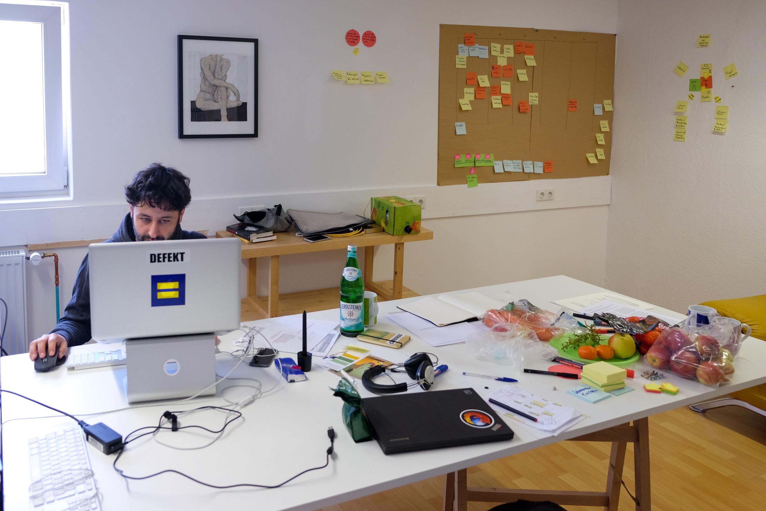 Socialee_Office_Work